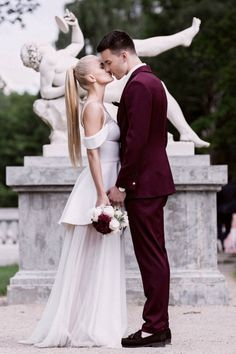Chic Lithuania wedding with elegant marsala details | Image by Linas Dambrauskas