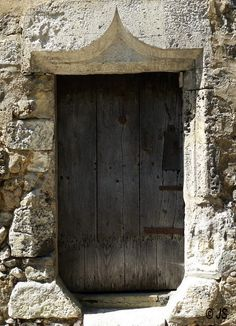 Door in Angles-sur-Anglin, Poitou-Charentes_ West France
