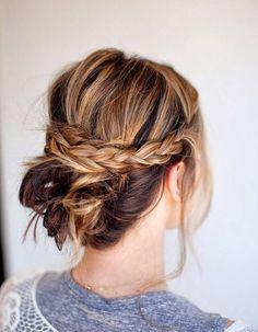 Coiffure romantique cheveux bouclés - 20 coiffures romantiques pas si cucul ! - Elle