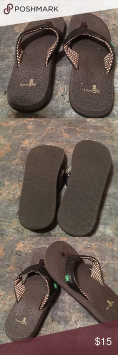 Size 5 Sanuk flip flops. NWOT Brown Sanuk flip-flops size 5. Purchased at Dillard's but never worn. Comfortable flip-flop and perfect for vacations where you will be walking. Sanuk Shoes Sandals