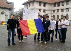 """Zeci de elevi ai Liceului Pedagogic """"Spiru Haret"""" din Buzău au participat, vineri după-amiază, la un miting de solidaritate cu Sabina, eleva de la Liceul """"Korosi Csoma Sandor"""" din Covasna care a fost ameninţată cu moartea de către un cetățean maghiar pentru că a purtat la şcoală o bentiţă tricoloră. Dresses, Fashion, Vestidos, Moda, Fashion Styles, Dress, Fashion Illustrations, Gown, Outfits"""