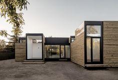 Construído pelo Ian Hsü + Gabriel Rudolphy na Colina, Chile na data 2014. Imagens do Aryeh Kornfeld. Objetivo O projeto consiste na construção de uma casa de 155 m² num tempo muito limitado e com um orçamento reduzido...