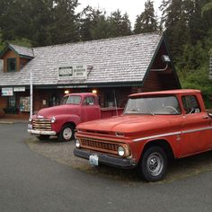 Forks, Washington: Bella from Twilight's trucks (books, movies) in front of the visitor center Forks Washington, Western Washington, Washington State, Across The Universe, The Visitors, Twilight Saga, Authors, Places Ive Been, Road Trip