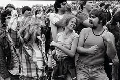 In the summer of The Rolling Stones toured the US. And on 17 June they arrived at Philadelphia's JFK Stadium. Joseph Szabo was a high school teacher whose students invited him to the show. The Rolling Stones, Rolling Stones Concert, Long Island, Joseph, Black White Photos, Black And White, Dangerous Minds, Portraits, Disco Party