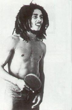 Bob jouant au ping-pong
