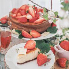 Se paras voileipäkakku - Piparkakkutalon Akka Camembert Cheese, Strawberry, Dairy, Baking, Fruit, Cake, Flora, Mascarpone, Bakken
