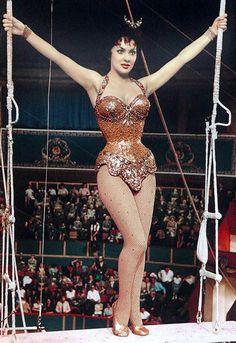 """Gina Lollobrigida as Lola in """"Trapeze"""" (1956)"""