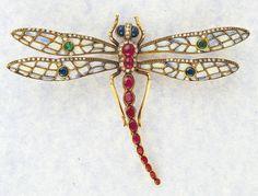 Libélula. Rene Lalique (atribuido). Oro, zafiros, rubíes, esmeraldas, brillantes y esmaltes. c. 1903