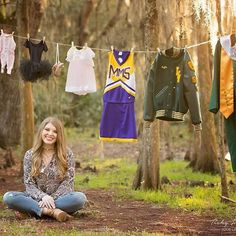 What a great idea!! Senior picture ideas for girls, senior pictures, senior picture props, senior picture posing tips