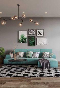 Nessa sala de estar de base cinza, o sofá azul claro traz conforto visual