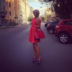 С днем города, Москва! Я ❤️ тебя!!! #dressbyolgabuzova Платье из моей коллекции С&С by Olga Buzova, босоножки @louboutinworld