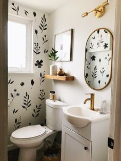 Small Half Bathrooms, Small Laundry Rooms, Upstairs Bathrooms, Small Rooms, Bathroom Small, Simple Bathroom, Earthy Bathroom, Colorful Bathroom, Decorating Small Bathrooms