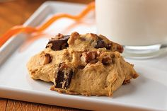 Chocolate chips get a new stage to shine on in these yummy, moist and spicy Pumpkin-Chocolate Chunk Cookies.