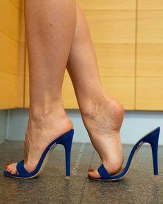 Sometimes I walk on high heels even when I am home alone 💋 Sexy High Heels, Sexy Legs And Heels, Beautiful High Heels, Gorgeous Feet, Hot Heels, Feet Soles, Women's Feet, Sexy Zehen, High Heel Models