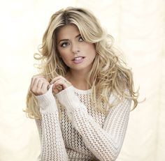 I want Holly Willoughby's look for my wedding makeup! Just beautiful. Natural wedding makeup blonde hair blue eyes