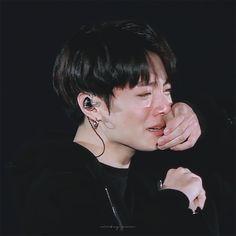 Afbeeldingsresultaat voor jungkook crying