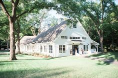 Soft Blush And Navy Southern Comfort Wedding At The Spain Ranch Farmhouse Wedding Venue, Rustic Wedding Venues, Wedding Barns, Barn Weddings, Diy Wedding, Wedding Ideas, Southern Comfort, Southern Plantations, Country Style Wedding