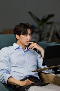 Gong Li, Yoo Gong, Korean Male Actors, Handsome Korean Actors, Goblin Kdrama Funny, Goblin Korean Drama, Goblin Gong Yoo, Goong, Lee Dong Wook