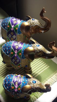 Elephant India, Elephant Love, Elephant Art, Ceramica Artistica Ideas, Elephant Home Decor, Spiritual Decor, Elephant Tapestry, Diwali Diy, Elephant Pictures