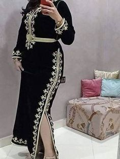 Caftan Traditional Fashion, Traditional Dresses, Abaya Fashion, Fashion Dresses, Estilo Abaya, Afghan Dresses, Embroidery On Clothes, Boho Fashion Summer, Moroccan Caftan