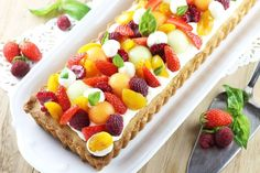 Sanded tart with light mousse with white chocolate and summer fruits - pie Fresh Fruit Cake, Fruit Tart, Sweet Recipes, Cake Recipes, Dessert Recipes, No Cook Desserts, Easy Desserts, Desserts Frais, Shortbread