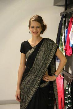 kalki-koechlin-looking-beautiful-black-saree