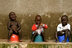 Câmeras de fotografia foram dadas a crianças carentes em diversos lugares do mundo. O resultado? http://followthecolours.com.br/art-attack/100-cameras-compartilha-o-mundo-visto-por-criancas-carentes/