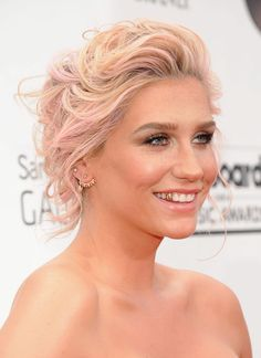 ok. so I'm not blonde with pink highlights. and I don't have a gold tooth. but Kesha's hair is awesome!!!!