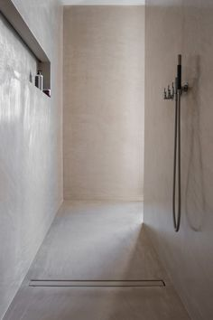 Bathroom Decor minimalist 36 Best Minimalist Bathroom Design And Decor Ideas For You To Try - Do you have plans to redecorate the bathroom Are already bored with the old design and want to change bathroom furniture Changing the bathroom cabin. Minimalist Bathroom Furniture, Minimalist Bathroom Design, Modern Bathroom Design, Bathroom Interior Design, Minimalist Home, Contemporary Bathrooms, Bathroom Designs, Interior Paint, Bad Inspiration