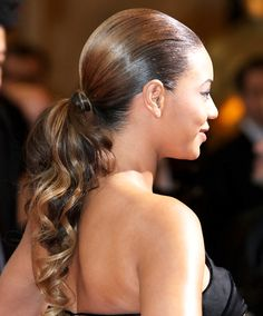 Beyonce Knowles, the sexy and perfect goddess in the world, leads the trend all the way. Today, let's take a good look at Beyonce's top 23 hairstyles and you may get yourself inspired. Elegant Ponytail, Sleek Ponytail, Ponytail Styles, Curly Hair Styles, Knot Ponytail, Fancy Ponytail, Curly Hair Ponytail, Black Ponytail Hairstyles, Wedding Hairstyles