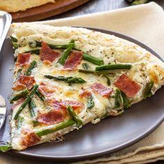 Asparagus, Bacon, and Goat Cheese Pizza - Recipe Runner Asparagus Pizza, Arugula Pizza, Ricotta Pizza, Goat Cheese Pizza, Calzone, Stück Pizza, Pizza Life, Pizza Recipes, Healthy Recipes
