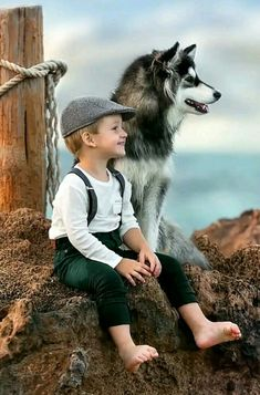 Aww look how cute a dog is really a mans best friend Dogs And Kids, Animals For Kids, Baby Animals, Cute Animals, Children Photography, Animal Photography, Photography Ideas, Happy Photography, Fashion Photography