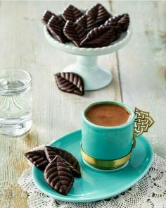 Try These Great Ideas For A Perfect Cup Of Coffee - Ultimate Coffee Cup Brown Coffee, Coffee Set, I Love Coffee, Coffee Cafe, Coffee Break, Coffee Drinks, Morning Coffee, Happy Morning, Café Chocolate