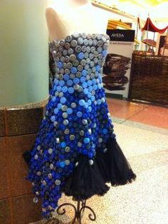 Aveda dress made with recycled caps! Unusual Dresses, Lovely Dresses, Bottle Top Crafts, Fashion Show 2016, Recycled Dress, Balloon Dress, Recycled Fashion, Balerina, Handicraft