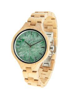 Unsere neue Damenkollektion ist für alle, die es lieber etwas feiner mögen. Mit 36mm Durchmesser ist die Uhr nicht so auffällig, trotzdem kannst du… Wood Watch, Watches, Koroni, Gold, Style, Fashion, Sapphire, Money, Accessories