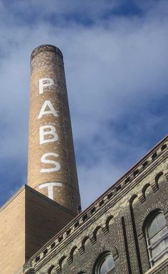Pabst Brewery – Milwaukee, Wisconsin, USA || Mikwaukee is for U.S. breweries what Detroit is for U.S. automakers.