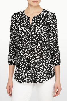 Discount Jeans Discount Clothing Cute Blouses Clothes For Sale Denim Jeans Look Mcqueen Sewing Patterns Dress Shirts Formal Tops, Casual Tops, Kurta Designs Women, Blouse Designs, Dress Over Pants, Sewing Blouses, Sweaters And Jeans, Cute Blouses, Discount Clothing
