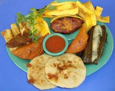 Comida de EL SALVADOR Food N, Good Food, Yummy Food, El Salvador Food, Salvadoran Food, Comida Para Baby Shower, Recetas Salvadorenas, Comida Latina, Latin Food