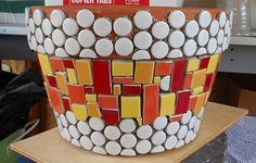 Mosaic Stepping Stones, Pebble Mosaic, Mosaic Diy, Mosaic Crafts, Mosaic Glass, Mosaic Tiles, Mosaic Planters, Mosaic Flower Pots, Mosaic Garden