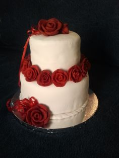 A wedding full f red roses called for a simple but elegant cake.