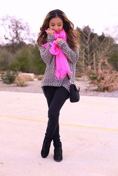 sweater and neon scarf Teen Fashion, Love Fashion, Fashion Beauty, Fashion Outfits, Fall Winter Outfits, Autumn Winter Fashion, Casual Outfits, Cute Outfits, Vestidos