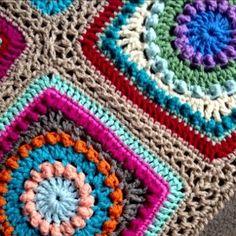 Gorgeous circle square Textured Circles pattern. Free pattern.