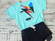 $175. www.lavidrierita.com.ar Cancherísima remera de algodón de David Bowie par armar tu look rochero. Podés combinarlo con un jean o un short super canchero. La Vidrierita. Elegís, comprás y te llega a tu casa!