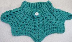 Sensational Benefiting From Beginners Crochet Ideas. Awesome Benefiting From Beginners Crochet Ideas. Poncho Au Crochet, Crochet Cape, Crochet Lace Edging, Crochet Collar, Chunky Crochet, Crochet Scarves, Crochet Clothes, Stitch Crochet, Freeform Crochet