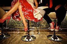 mariage rockabilly pin-up Retro Wedding Theme, 50s Wedding, Relaxed Wedding, Wedding Dresses, Gangster Wedding, Wedding Stuff, Dream Wedding, Wedding Colours, Bridesmaid Gowns
