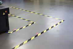Van de week eerst maar wat veiligheids vloer stickers gemaakt ivm met veiligheid rondom de machine.
