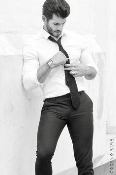 Smell Fresh x Look Good x Travel light Anywhere Anytime without a cologne! Casual Suit Look, Tight Suit, Costume Sexy, Formal Dresses For Men, Hunks Men, Stylish Mens Outfits, Business Outfit, Hommes Sexy, Muscular Men