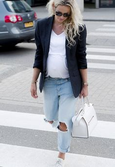 comfortable jeans outfits for pregnant women - clothes - . - Schwanger Kleidung - Pregnant Tips Outfit Jeans, Looks Jeans, Baby Kicking, Pregnant Mom, Jean Outfits, Nice Outfits, Kind Mode, Mom And Dad, Capsule Wardrobe