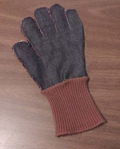 Making Gloves with Fingers from Socks  http://preparednessadvice.com/clothing/making-gloves-fingers-socks/#.UsAsQvRDtiI