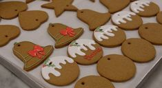 Christmas Cooking, Christmas Desserts, Christmas Treats, Gingerbread Biscuit Recipe, Gingerbread Cookies, Christmas Biscuits, Christmas Sugar Cookies, Royal Christmas, Christmas Gingerbread